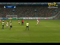 PES2011 典型的黑哨 头撞脚竟然判头球的犯规