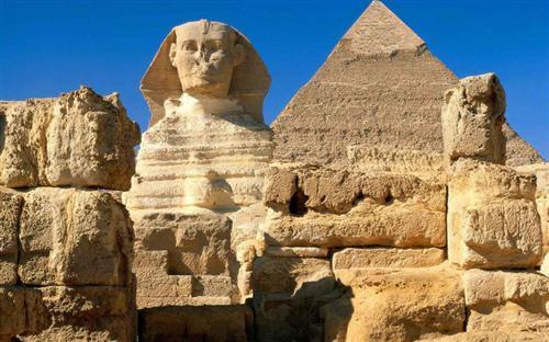 埃及金字塔与人面狮身像