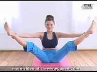 大奶美女瑜伽
