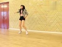 短裤紧身衣性感美女热舞 游戏视频