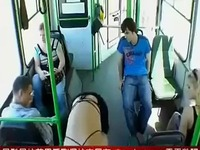 美女公车裸女诱惑乘客 游戏视频