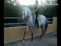 美女骑马流畅版 游戏视频