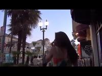 女人和老男人在街上热吻 游戏视频