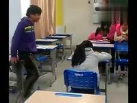 免费教室实拍初中生城管内暴打狂踹女同学-游初中生视频图片