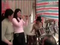 唢呐美女农村婚礼激情演奏 视频