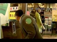 视频: 实拍上海地铁猥琐男偷捏美女胸部全过程!